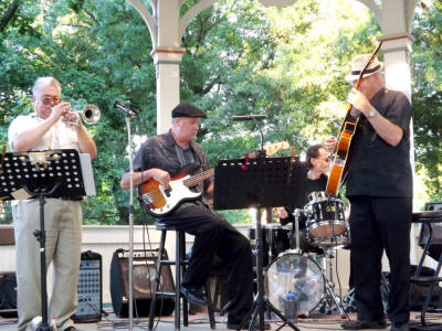 Jazz in the square trio